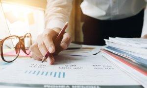 Cash flow pentru afaceri: cum folosesc antreprenorii factoringul revers și ce e