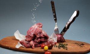 Jumătate dintre români consumă zilnic carne. 75% ar plăti mai mult pentru carnea de la țară