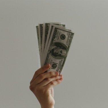 Topul județelor cu cele mai mari salarii. Domeniile care asigură salarii mari