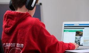 Educație digitală și financiară pentru 16.000 de elevi din mediul rural