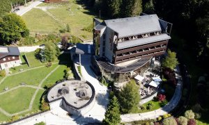 VIDEO Hotel Lux Garden Azuga: relaxare și conferințe lângă pârtiile de schi