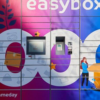 Clienții evoMAG vor putea comanda cu livrare la lockerele easybox