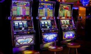 Pandemia a lovit în păcănele: Piața pariurilor și a jocurilor de noroc, în picaj
