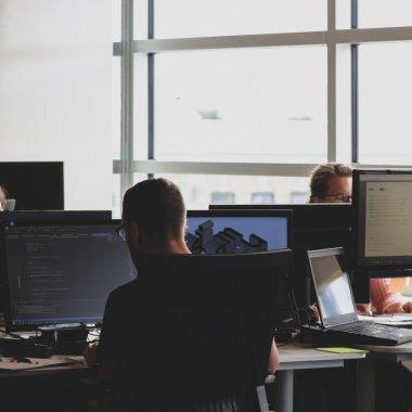 Angajatori de TOP Tech 2021: 2.000 de joburi în IT