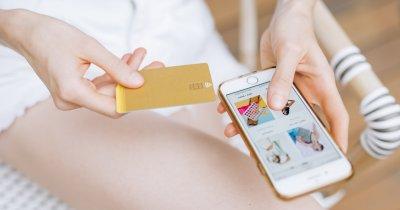 Numărul tranzacțiilor online cu cardul a crescut cu 50% în primele 9 luni 2021