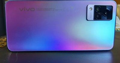 REVIEW vivo V21 5G: Pentru business sau distracție, cu funcții unice și preț bun