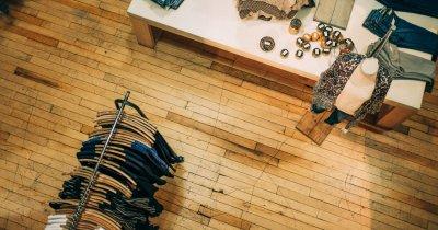 Studiu: peste jumătate dintre consumatorii de fashion preferă să cumpere fizic