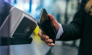 De ce nu plătesc românii cu cardul? Și câte magazine online sunt
