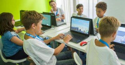 Tabără de vară unde copiii învață programare. Logiscool face înscrieri
