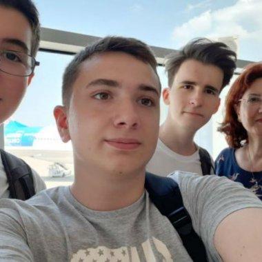 Liceeni români, întorși din SUA cu aur și argint pentru două invenții