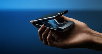 """Motorola Razr, lansat oficial: Cel mai """"de fiță"""" telefon cu clapetă"""