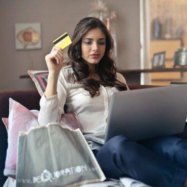 Vânzările magazinelor online s-au dublat în luna aprilie